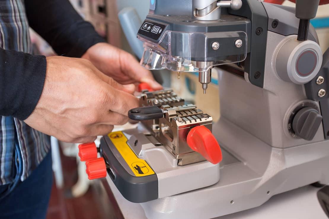 Automotive key cutting